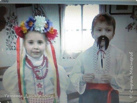 """Всем,здравствуйте!У нас в школе проходил фестиваль""""Народы Поволжья"""".Классы представляли национальности ,живущие у нас,в Поволжье. Наш класс представлял Украину.Костюмы делали сами,так как готовых мы не нашли.Веночки получились очень яркие и красивые. фото 12"""