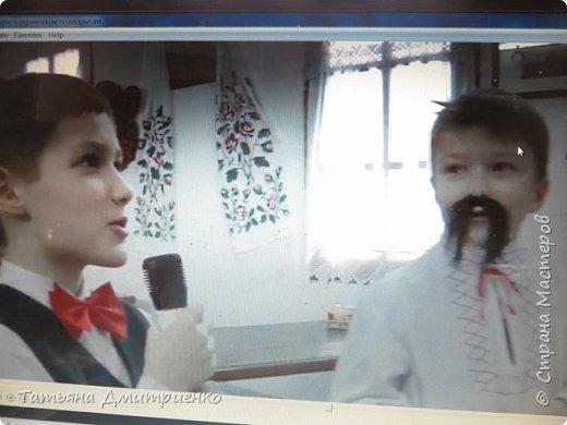 """Всем,здравствуйте!У нас в школе проходил фестиваль""""Народы Поволжья"""".Классы представляли национальности ,живущие у нас,в Поволжье. Наш класс представлял Украину.Костюмы делали сами,так как готовых мы не нашли.Веночки получились очень яркие и красивые. фото 16"""