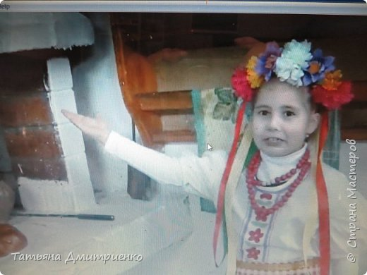 """Всем,здравствуйте!У нас в школе проходил фестиваль""""Народы Поволжья"""".Классы представляли национальности ,живущие у нас,в Поволжье. Наш класс представлял Украину.Костюмы делали сами,так как готовых мы не нашли.Веночки получились очень яркие и красивые. фото 17"""