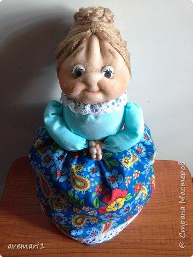 Очередной подарок.  На чайнике сидит ну очень интеллигентно!))).