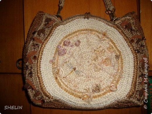 Сумочка, связана крючком из атласных лент (лента 12 мм), вышивка бисером, бусинами, листья из замшевой ленточки фото 1