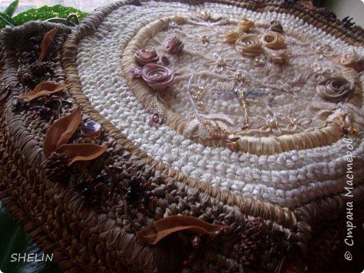 Сумочка, связана крючком из атласных лент (лента 12 мм), вышивка бисером, бусинами, листья из замшевой ленточки фото 4