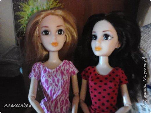 Добрый день всем, кто наткнулся на мою первую запись :-D Сегодня я хочу рассказать о появлении моих кукол и первых патьев на них. На фото ниже первое платье, которым я действительно гордилась (а всего по счёту платье второе). Но о шитье позже, а сейчас начало истории моих кукол... фото 3