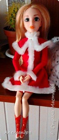 Добрый день всем, кто наткнулся на мою первую запись :-D Сегодня я хочу рассказать о появлении моих кукол и первых патьев на них. На фото ниже первое платье, которым я действительно гордилась (а всего по счёту платье второе). Но о шитье позже, а сейчас начало истории моих кукол... фото 1