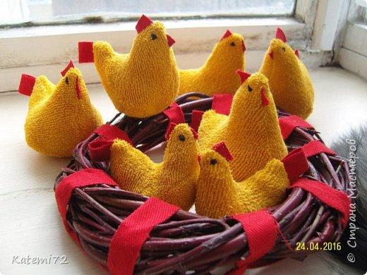 Добрый день! Только недавно выставила своих курочек напоказ (http://stranamasterov.ru/node/1013644) и вот вам результат! Кто- напророчил... Мои курочки принесли вот таких цыпляток. Красота! Такие яркие, шустрые. фото 3