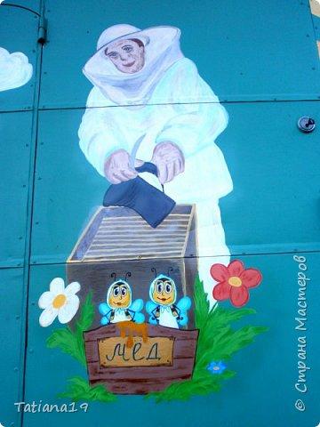 Муж попросил украсить ему вагончик для пчел.Получилось как-то так. фото 12