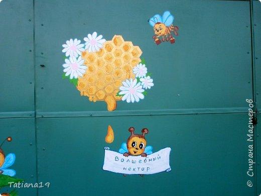 Муж попросил украсить ему вагончик для пчел.Получилось как-то так. фото 5