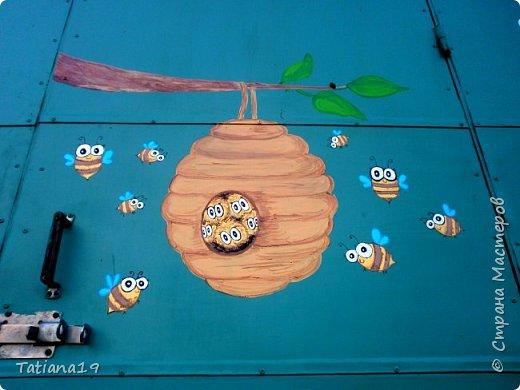 Муж попросил украсить ему вагончик для пчел.Получилось как-то так. фото 8