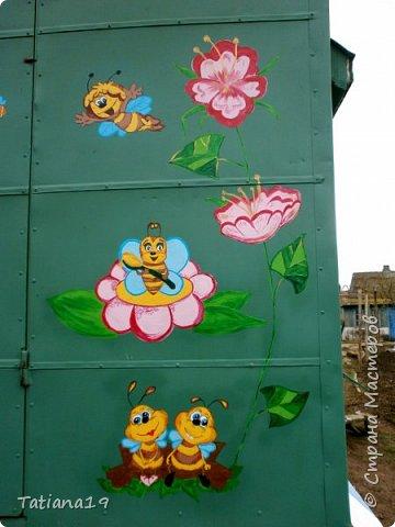 Муж попросил украсить ему вагончик для пчел.Получилось как-то так. фото 9