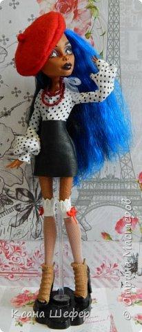 """Доброго времени суток. Совсем недавно у меня появилась новая модель Робекка. Милая и весёлая девчёнка. А так, как я сейчас болею вирусом аля """"хочу в Париж"""", то я сражу придумала образ для этой малышки. Образ француженки! Давайте начнём дефиле. фото 5"""