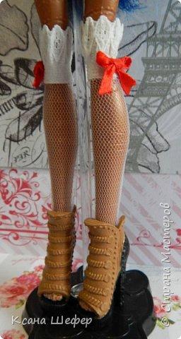 """Доброго времени суток. Совсем недавно у меня появилась новая модель Робекка. Милая и весёлая девчёнка. А так, как я сейчас болею вирусом аля """"хочу в Париж"""", то я сражу придумала образ для этой малышки. Образ француженки! Давайте начнём дефиле. фото 3"""