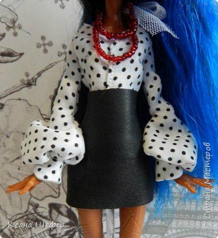 """Доброго времени суток. Совсем недавно у меня появилась новая модель Робекка. Милая и весёлая девчёнка. А так, как я сейчас болею вирусом аля """"хочу в Париж"""", то я сражу придумала образ для этой малышки. Образ француженки! Давайте начнём дефиле. фото 2"""