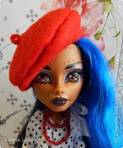 """Доброго времени суток. Совсем недавно у меня появилась новая модель Робекка. Милая и весёлая девчёнка. А так, как я сейчас болею вирусом аля """"хочу в Париж"""", то я сражу придумала образ для этой малышки. Образ француженки! Давайте начнём дефиле. фото 4"""