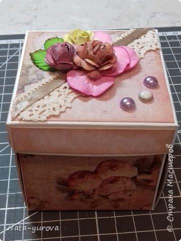 Всем привет. Вот такая подарочная коробочка для денежного подарка у меня получилась. Внутри сюрприз в виде бабочек. Цветочки, как говорится, самолепные (наконец-то они начали у меня получаться :)) фото 1