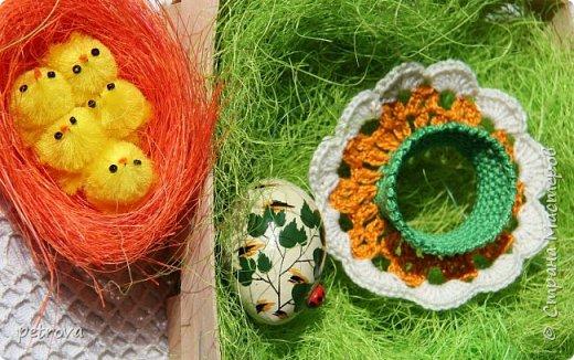 """Доброго времени суток, дорогие Мастерицы! Как же быстро время летит, вот только Новый Год отметили - а уже на пороге святой праздник - Пасха. Каждая хозяюшка думает, что приготовить к этому дню, чем порадовать родных и близких. Думаю, салатик """"Гнездо глухаря"""" очень подходит к такому празднику. В шутку я назвала салат """"Хрустальное гнездо"""" - вазочка то хрустальная... фото 14"""