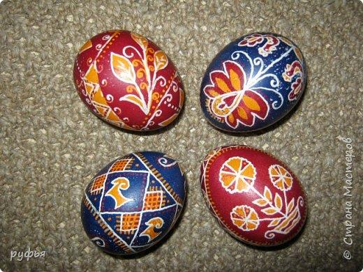Традиционные писанки изготовленные при помощи пищевых химических и растительных красителей. фото 4