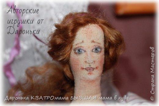 ВПЕРВЫЕ РАСПИСАЛА ЛИЦО ТИЛЬДЕ!!!! Лавандовая барышня с ароматным лавандовым саше -ручная роспись акрилом и пастелью -волоски-отборные кудряшки английской овечки Тисвотер -ткани только натуральные -саше с ручной вышивкой и росписью, внутри крымская лаванда -куколка может сидеть и при желании ее можно подвесить за петельку на спинке! фото 4