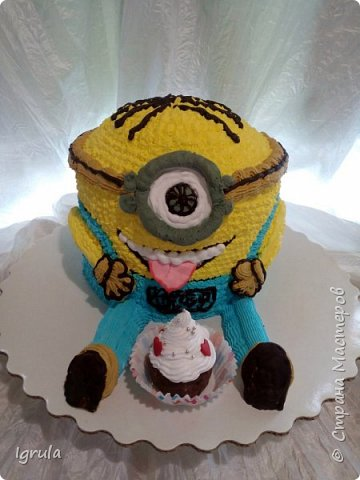 """Всем привет, кто заглянул.. Месяц был богат тортами для своих.. А свои уже мастики наелись так, что осваиваем крем потихоньку (бросайте в меня камни не сильно) Первый тортик был на день рождения свёкра.. Людей намечалось много... Вот и тортик такой... Не маленький Вес 9кг. Внутри """"тропиканка"""" (http://stranamasterov.ru/node/788418) фото 19"""