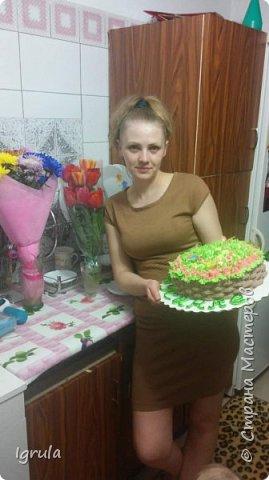 """Всем привет, кто заглянул.. Месяц был богат тортами для своих.. А свои уже мастики наелись так, что осваиваем крем потихоньку (бросайте в меня камни не сильно) Первый тортик был на день рождения свёкра.. Людей намечалось много... Вот и тортик такой... Не маленький Вес 9кг. Внутри """"тропиканка"""" (http://stranamasterov.ru/node/788418) фото 15"""