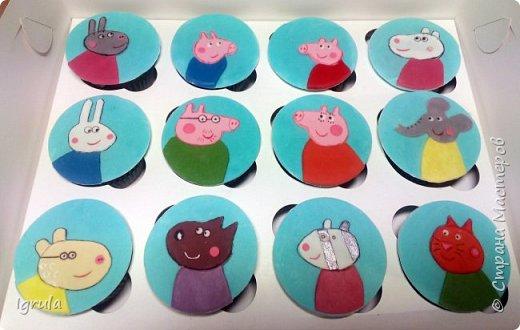 """Всем привет, кто заглянул.. Месяц был богат тортами для своих.. А свои уже мастики наелись так, что осваиваем крем потихоньку (бросайте в меня камни не сильно) Первый тортик был на день рождения свёкра.. Людей намечалось много... Вот и тортик такой... Не маленький Вес 9кг. Внутри """"тропиканка"""" (https://stranamasterov.ru/node/788418) фото 32"""
