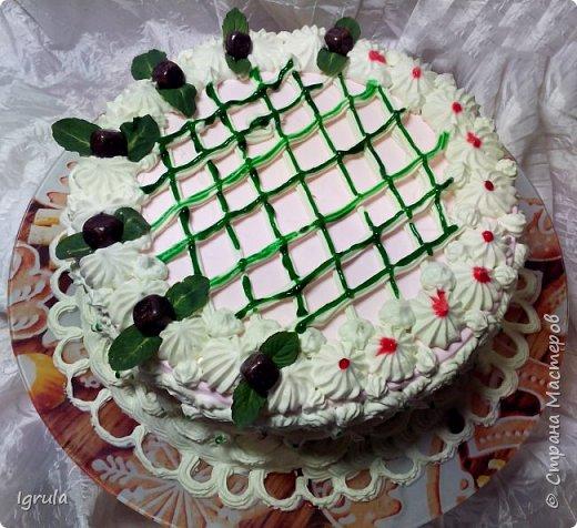 """Всем привет, кто заглянул.. Месяц был богат тортами для своих.. А свои уже мастики наелись так, что осваиваем крем потихоньку (бросайте в меня камни не сильно) Первый тортик был на день рождения свёкра.. Людей намечалось много... Вот и тортик такой... Не маленький Вес 9кг. Внутри """"тропиканка"""" (http://stranamasterov.ru/node/788418) фото 4"""