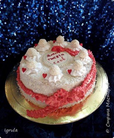 """Всем привет, кто заглянул.. Месяц был богат тортами для своих.. А свои уже мастики наелись так, что осваиваем крем потихоньку (бросайте в меня камни не сильно) Первый тортик был на день рождения свёкра.. Людей намечалось много... Вот и тортик такой... Не маленький Вес 9кг. Внутри """"тропиканка"""" (https://stranamasterov.ru/node/788418) фото 8"""