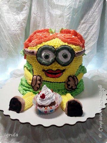"""Всем привет, кто заглянул.. Месяц был богат тортами для своих.. А свои уже мастики наелись так, что осваиваем крем потихоньку (бросайте в меня камни не сильно) Первый тортик был на день рождения свёкра.. Людей намечалось много... Вот и тортик такой... Не маленький Вес 9кг. Внутри """"тропиканка"""" (http://stranamasterov.ru/node/788418) фото 17"""