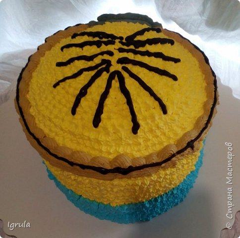"""Всем привет, кто заглянул.. Месяц был богат тортами для своих.. А свои уже мастики наелись так, что осваиваем крем потихоньку (бросайте в меня камни не сильно) Первый тортик был на день рождения свёкра.. Людей намечалось много... Вот и тортик такой... Не маленький Вес 9кг. Внутри """"тропиканка"""" (https://stranamasterov.ru/node/788418) фото 20"""