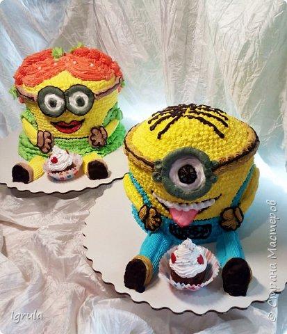 """Всем привет, кто заглянул.. Месяц был богат тортами для своих.. А свои уже мастики наелись так, что осваиваем крем потихоньку (бросайте в меня камни не сильно) Первый тортик был на день рождения свёкра.. Людей намечалось много... Вот и тортик такой... Не маленький Вес 9кг. Внутри """"тропиканка"""" (http://stranamasterov.ru/node/788418) фото 16"""