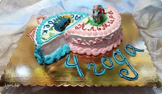 """Всем привет, кто заглянул.. Месяц был богат тортами для своих.. А свои уже мастики наелись так, что осваиваем крем потихоньку (бросайте в меня камни не сильно) Первый тортик был на день рождения свёкра.. Людей намечалось много... Вот и тортик такой... Не маленький Вес 9кг. Внутри """"тропиканка"""" (http://stranamasterov.ru/node/788418) фото 22"""