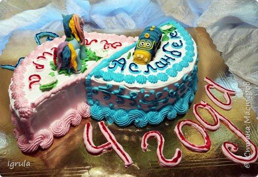 """Всем привет, кто заглянул.. Месяц был богат тортами для своих.. А свои уже мастики наелись так, что осваиваем крем потихоньку (бросайте в меня камни не сильно) Первый тортик был на день рождения свёкра.. Людей намечалось много... Вот и тортик такой... Не маленький Вес 9кг. Внутри """"тропиканка"""" (http://stranamasterov.ru/node/788418) фото 23"""