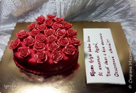 """Всем привет, кто заглянул.. Месяц был богат тортами для своих.. А свои уже мастики наелись так, что осваиваем крем потихоньку (бросайте в меня камни не сильно) Первый тортик был на день рождения свёкра.. Людей намечалось много... Вот и тортик такой... Не маленький Вес 9кг. Внутри """"тропиканка"""" (http://stranamasterov.ru/node/788418) фото 26"""