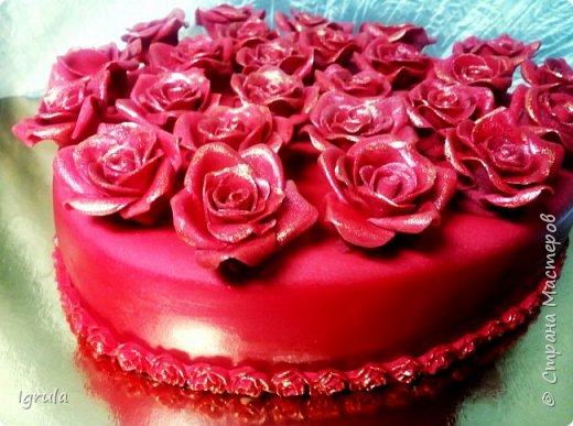 """Всем привет, кто заглянул.. Месяц был богат тортами для своих.. А свои уже мастики наелись так, что осваиваем крем потихоньку (бросайте в меня камни не сильно) Первый тортик был на день рождения свёкра.. Людей намечалось много... Вот и тортик такой... Не маленький Вес 9кг. Внутри """"тропиканка"""" (http://stranamasterov.ru/node/788418) фото 27"""