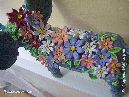 Доброе время суток дорогие друзья! Скоро удивительный праздник Пасха! Многие готовятся к нему. Пасха-это радость, весна и, конечно же - цветы. Мои работы не относятся к Пасхе, но цветы прекрасны в любое время года. Я хотела бы вам представить два арт-объекта в виде прекрасных животных лошадки и слона, оформленных цветами. фото 15