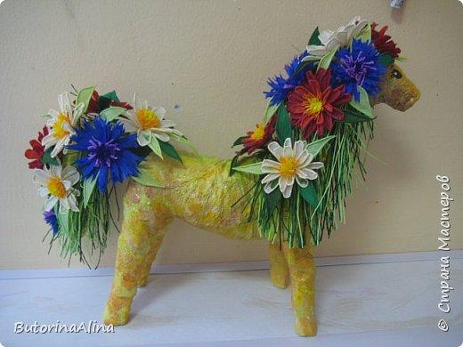 Доброе время суток дорогие друзья! Скоро удивительный праздник Пасха! Многие готовятся к нему. Пасха-это радость, весна и, конечно же - цветы. Мои работы не относятся к Пасхе, но цветы прекрасны в любое время года. Я хотела бы вам представить два арт-объекта в виде прекрасных животных лошадки и слона, оформленных цветами. фото 1