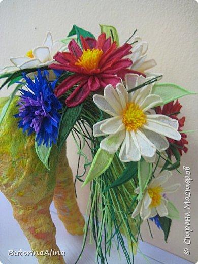 Доброе время суток дорогие друзья! Скоро удивительный праздник Пасха! Многие готовятся к нему. Пасха-это радость, весна и, конечно же - цветы. Мои работы не относятся к Пасхе, но цветы прекрасны в любое время года. Я хотела бы вам представить два арт-объекта в виде прекрасных животных лошадки и слона, оформленных цветами. фото 22