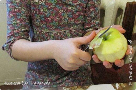 В период празднования Дня космонавтики со старшей дочкой сделали солнечную систему из фруктов и ягод. фото 4