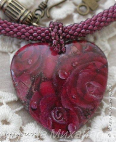 Доброго времени суток, сегодня снова лаковая миниатюра. Первый кулон на агате, розы, роспись маслом.  фото 1