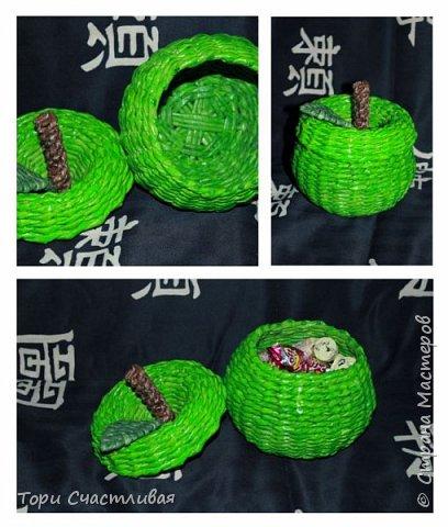 Курочка с подносиком делала по мк Марины Ильиной (http://stranamasterov.ru/node/908230?c=favorite) за что ей огромное СПАСИБО. Стоечки у ручки получились хлипенькими, решила их укрепить ситцевым плетением. Украшалки делала на пва - в итоге когда покрывала лаком они намокли и некоторые раскрутились, надо клеить на что-то понадежнее. фото 5