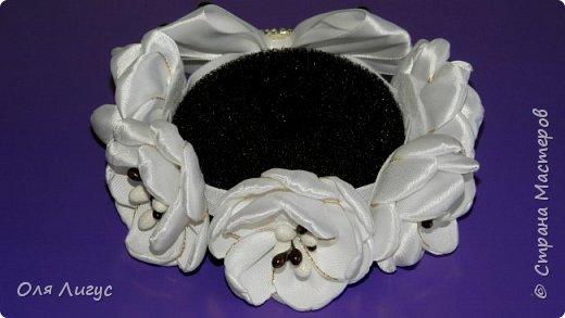 Резинка на гульку-пучок из цветов Канзаши фото 2