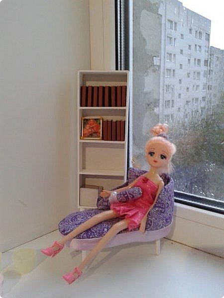 Решилась я таки на кукольный стеллаж для моего будущего румбокса. На что уж я недоверчиво относилась к линейкам и клею, но других вариантов не нашла, поскольку мебель нужна довольно-таки миниатюрная - кукла размером 23 см. У нее довольно хрупкий вид, а потому мебель из более толстой древесины выглядит слишком громоздко. Не буду описывать сам процесс, потому как я не первая кто делает мебель из линеек, просто несколько фото рабочего процесса. фото 5