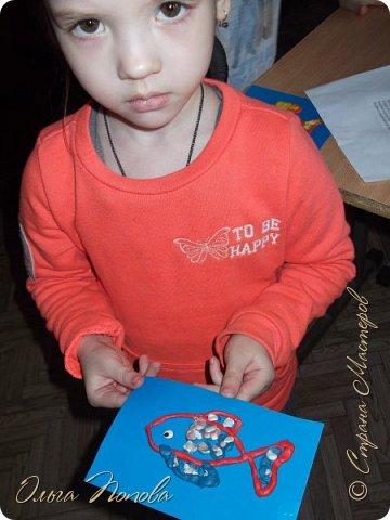 Цыплят мы рисовали тычком кисти, бумажными печатями и ватными палочками - детки рисовали 5-6 лет. Смотрите какие интересные работы получились. фото 2
