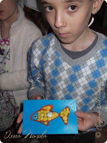 Цыплят мы рисовали тычком кисти, бумажными печатями и ватными палочками - детки рисовали 5-6 лет. Смотрите какие интересные работы получились. фото 5