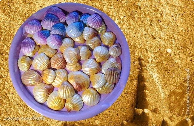 Добрый вечер,мои дорогие Мастера и Мастерицы!Задумала декорировать очередную свою вазу морскими ракушками.Походила по магазинам для товаров для творчества,они есть,конечно,но-дорого...Вспомнила,что моя ученица-такой же хомяк,как я,да и многие из вас-привезла с прошлогодней поездки на море много замечательных ракушек.Попросила на пару дней с возвратом и вот что у меня получилось! фото 11