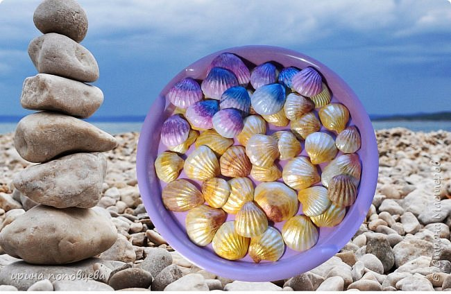 Добрый вечер,мои дорогие Мастера и Мастерицы!Задумала декорировать очередную свою вазу морскими ракушками.Походила по магазинам для товаров для творчества,они есть,конечно,но-дорого...Вспомнила,что моя ученица-такой же хомяк,как я,да и многие из вас-привезла с прошлогодней поездки на море много замечательных ракушек.Попросила на пару дней с возвратом и вот что у меня получилось! фото 1
