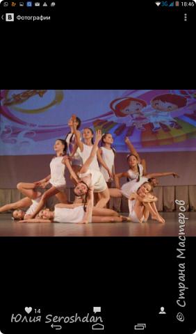 """Здравствуйте. У нас в городе есть Театр Танца """"ДОРОГА ИЗ ГОРОДА"""". Я даже затрудняюсь назвать число детей, которые посещают этот коллектив. В том числе и моя дочь. Вы даже представить себе не можете,  сколько  талантов скрыто в наших детях. Когда смотришь на них на сцене,  видишь, как горят их глазки, как они выкладываются на все 100 %, понимаешь, как много это значит для них. Почти всё своё свободное время они проводят на репетициях. Мы иногда шутим, что они там живут. Приходят домой уставшие и еле двигаются. Иногда дети выходят из репетиционного зала в слезах. А когда на носу концерты или фестиваль, они могут репетировать до позднего вечера.  Ноооо, наступает новый день и они снова бегут на танцы. Это не просто танцы, а очень и очень тяжелый труд.  Наши дети не слоняются по улицам, не смотрят сериалы, не зависают в компьютерах, а с малых лет привыкают к  «тяжёлому» (не побоюсь этого слова) труду.  Не одно мероприятие в городе не обходится без «ДОРОГИ ИЗ ГОРОДА».  А заслуга в этом безусловно  потрясающих педагогов, руководителей ТЕАТРА ТАНЦА,   Лилии Александровны и Айрата  Анваровича  Багаутдиновых  !!!!! Огромное Вам спасибо от всех, всех, всех родителей. Спасибо за то, что верите в наших детей, за то, что вкладываете в них всю свою душу. Хочется пожелать Вам дальнейшего процветания и многочисленных побед. 20 лет -  это только НАЧАЛО!!!!!!!!!!!!! Учитель танцев – это не работа; Это призванье, это путь к мечте! Не зря по нашим лицам струйки пота Прокладывают тропку к красоте – Мы с каждым днем в уменье прибавляем, Оттачиваем точность в каждом па; Ну, а сегодня мы Вас поздравляем! Спасибо Вам – ведь мы нашли себя!  фото 10"""
