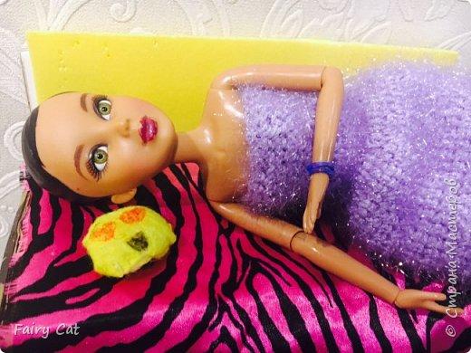 Привет, сегодня я познакомлю Вас с моей куклой Katy. Мы вместе покажем Вам, какие вещички я ей связала. фото 4