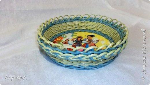Корзинка для хлеба. Плетение из бумажной лозы. Диаметр 21,5 см, высота 5,5 см. фото 1