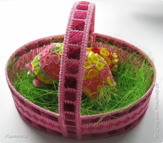 Корзинка для пасхальных яиц - вышивка на пластиковой канве, нитки - ирис, донышко из фетра. фото 1