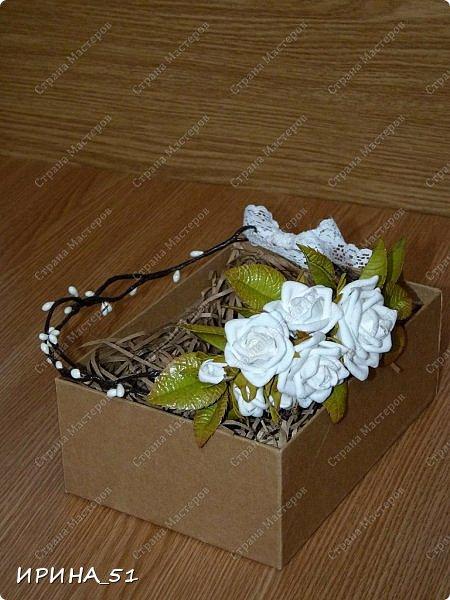 Здравствуйте! Выставляю на Ваш суд свои цветы из фома.  Без лишних слов, приглашаю  к просмотру.  Это моя финальная композиция Перезагрузки у своей новой хозяйки.  На фото замечательная представительница породы той-терьер Сашенька.  фото 14